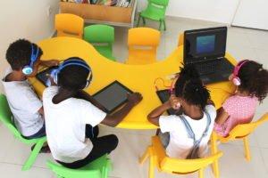 Biblioteca da escola Trois Papillons Luanda - Estabelecimento de ensino francês