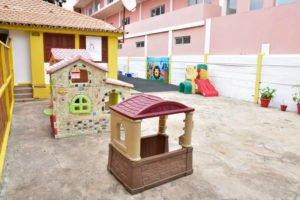 La cours de récréation de l'école Trois Papillons de Luanda